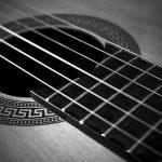アコースティックギターに張る弦のゲージは?